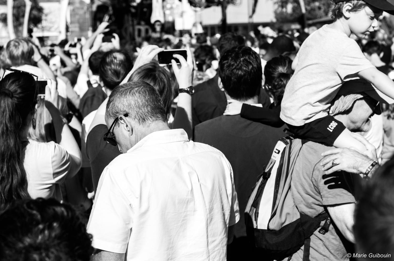 Le silence dans la foule